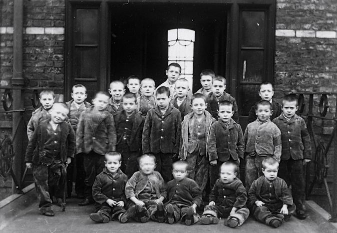 0907 ov Children at a late 19th century workhouse in England.jpg