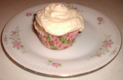 Bilyeu Applesauce Cupcake on a Plate.JPG