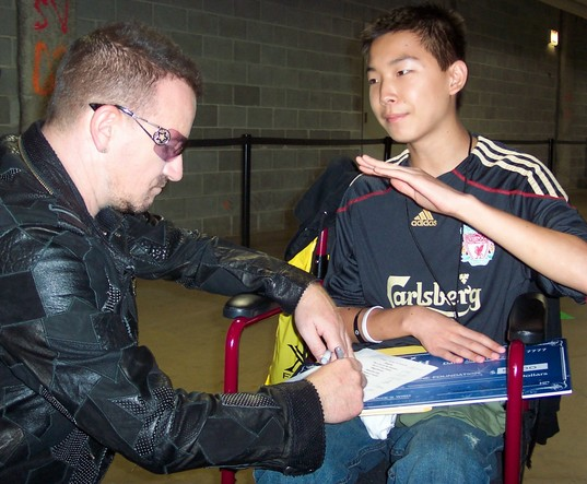 Bono signs play list.jpg