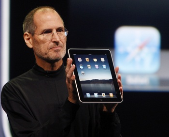Steve Jobs Apple iPad.jpg