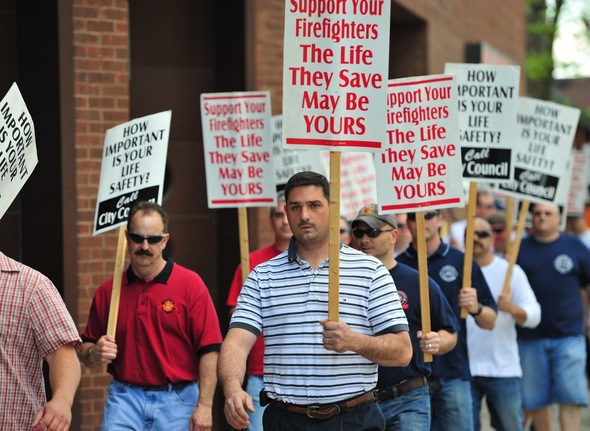 firefighters_picket4.jpg