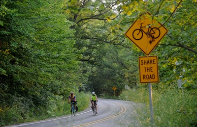 071310_NEWS_Bikers on Huron Drive_MRM_01.jpg