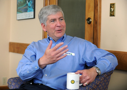Thumbnail image for Rick Snyder at Ardesta office.JPG