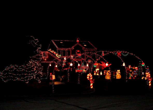 scene around town telfer home wows saline ann arbor residents with holiday light display - Christmas Light Show Michigan