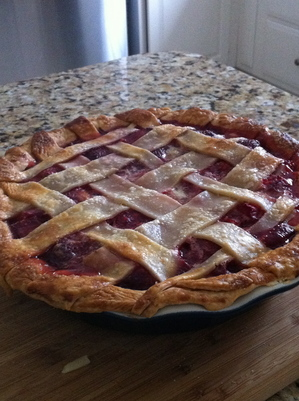 threeboys-local-food-locavorious-strawberry-rhubarb-pie