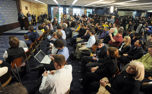 HOKE-PRESS-CONFERENCE-CROWD.jpg