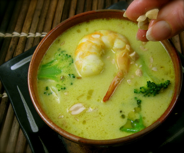 ... Thursday dinnerFeed: Thai Green Curry Shrimp and Broccoli Soup