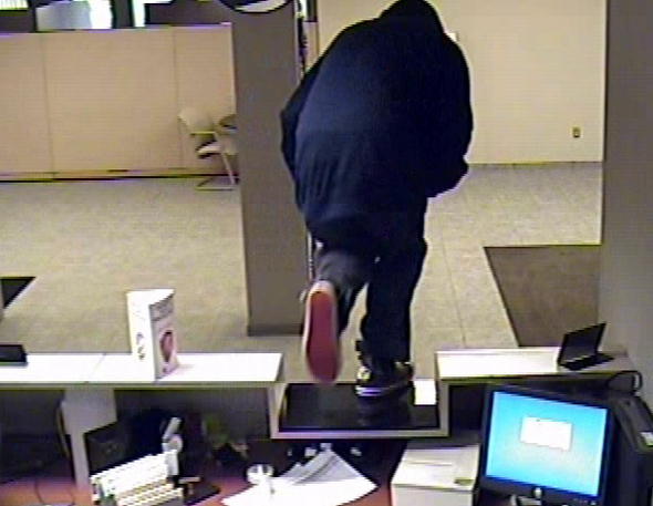 042611_bank_robbery2.jpg