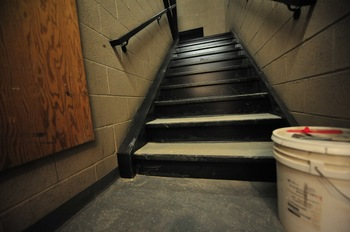 Ann_Arbor_city_hall_basement_stairs_April_2011_.jpg