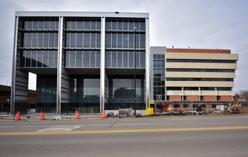 Ann_Arbor_city_hall_police-courts_building_April_2011_2.jpg