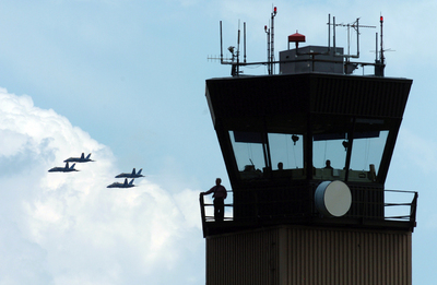 Willow_Run_Airport_air_traffic_controller_air_traffic_control_tower.JPG