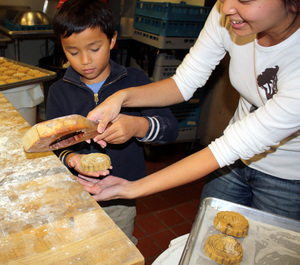 fkwang mooncakes making