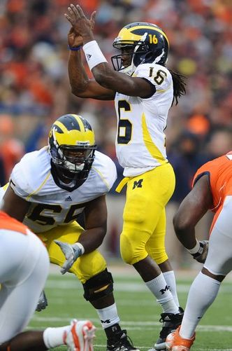 Denard_Timeout_Illinois.jpg
