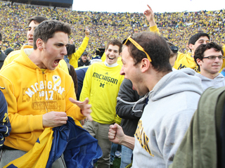 MICHIGAN-FANS-HAPPY.JPG