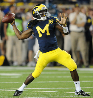 denard-robinson-throws.JPG