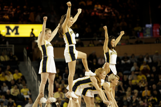 MICHIGAN-CHEERLEADERS.JPG