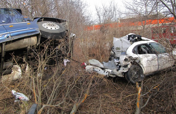 Semi_car_crash_01092011.jpg