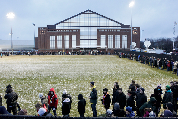 obama _line_fieldhouse_light.jpg