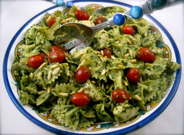 You can make this Pesto Pasta & Chicken Salad ahead of time and feed ...