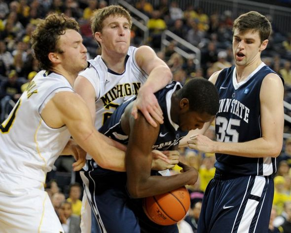 UMBB_PennState_Scramble.JPG