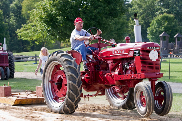 053112_tractorpull.jpg