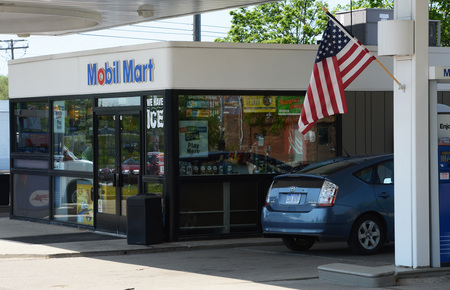 Mobil_gas_station_2012.jpg