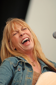 Rickie_Lee_Jones_credit_Scott_Cordaro.jpg