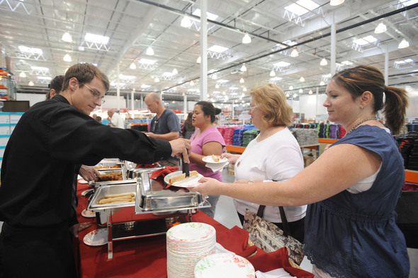 costco_warehouse_pittsfield_township_food_sample.jpg