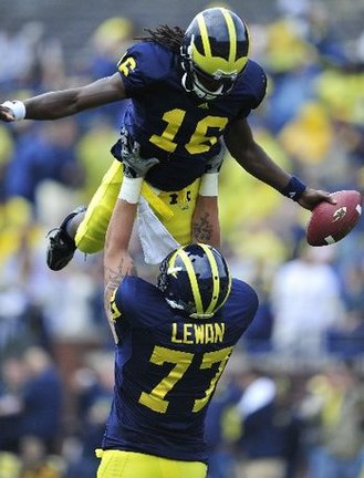 Thumbnail image for Thumbnail image for UMFB_Lewan_Lifts_Denard_Robinson.JPG