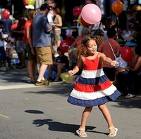 girl_fourth_of_july_balloon.jpg