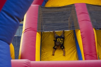 obstacle-course-fan-day.jpg