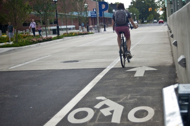 09062012_NEWS_Bicyclist_bikelane_JT.jpg