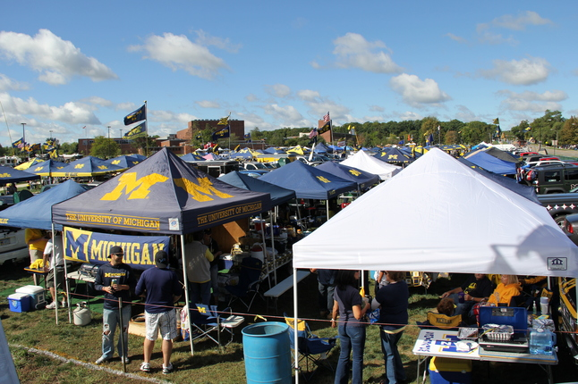 & Scenes from University of Michigan football tailgate parties