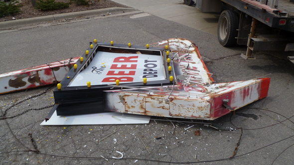 beer_depot_sign_damaged.jpg