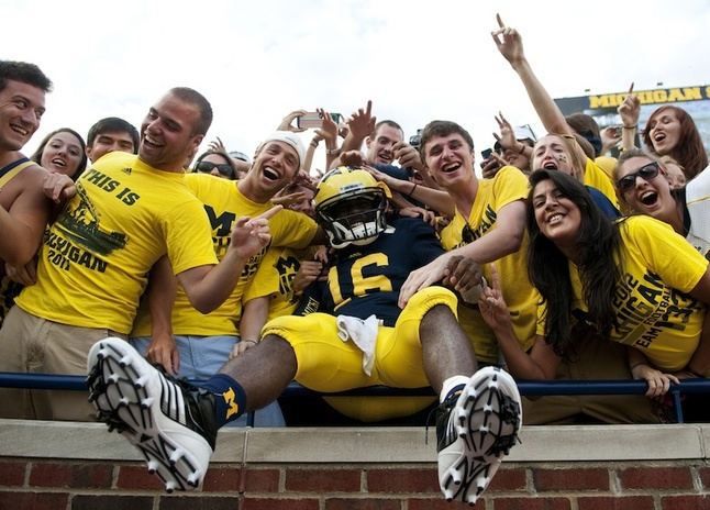 denard-clebrate-air-force-crowd.jpg