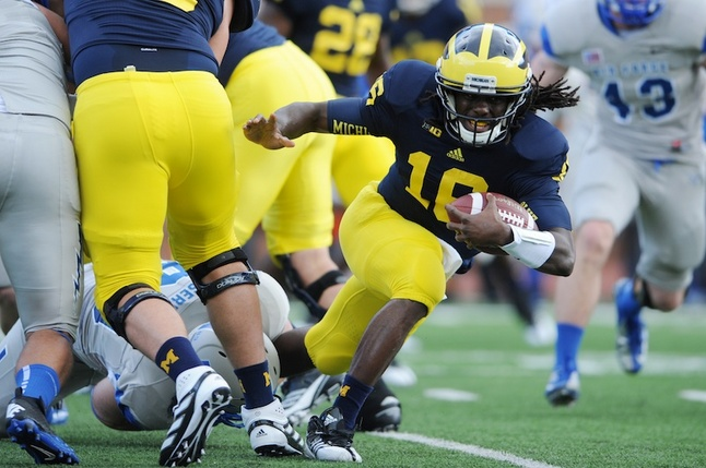 denard-robinson-um-football-air-force.jpg