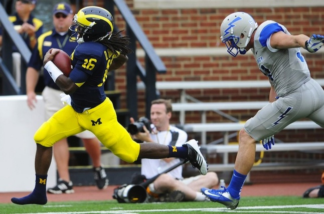 shoeless-denard-touchdown-airforce.jpg