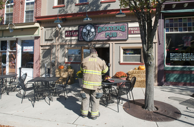 100812_news_Dexters_pub_fire.jpg
