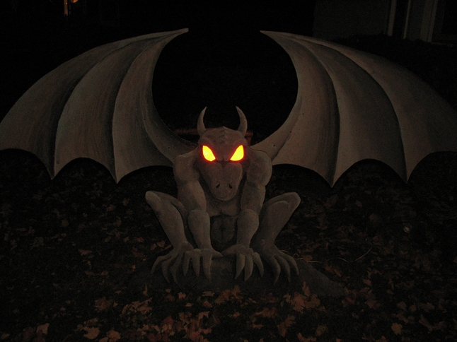 homemade halloween decoration ideas from local special effects guru dave hettmer - Light Up Halloween Decorations
