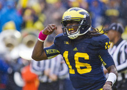 denard-eating-footballs.jpg