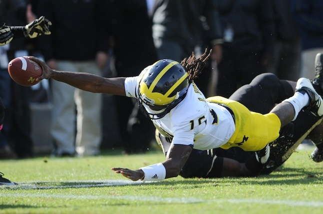 denard-robinson-reach-TD.jpg