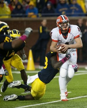 quarterback-sack-umfb-ill.JPG