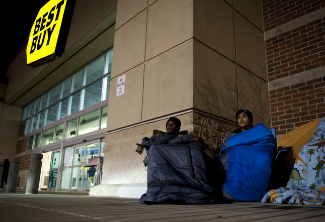 best_buy_black_friday_2012_shoppers.jpg