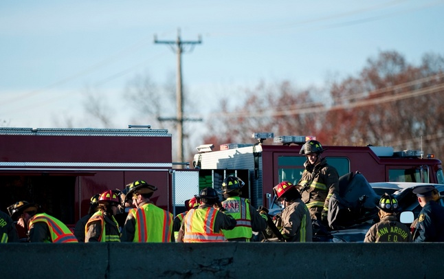i94_crash_nov_3_rescue_crews.jpg