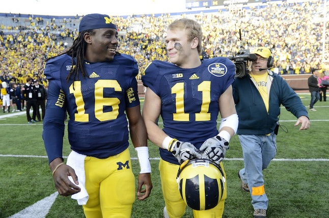 jordan-kovacs-denard-leaving-field.jpg