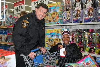 120412_SHOP-WITH-A-COP-1.JPG