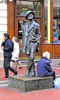 1230 James Joyce statue in Dublin Ireland.jpg