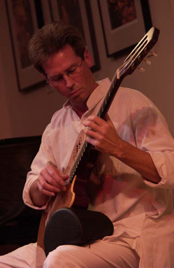 Robert_Newcomb_guitar_2005.jpg
