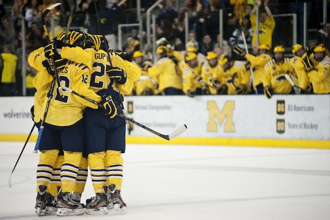 michigan-hockey-celebration-western-2.jpg