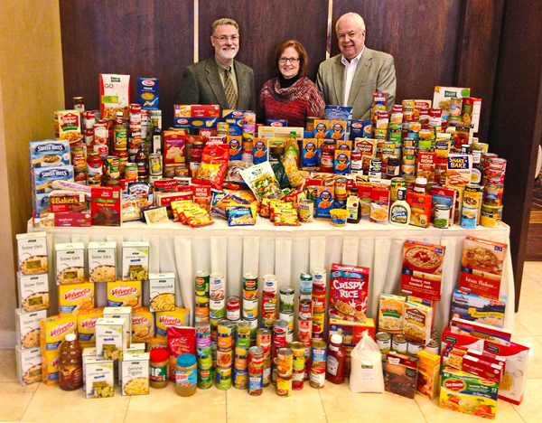 FoodDrive2012wpeople.jpg